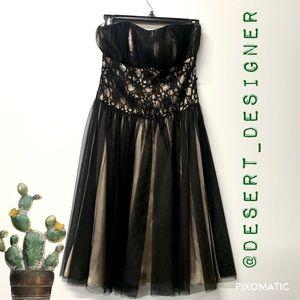 White House Black Market Black Lace Strapless sz 4